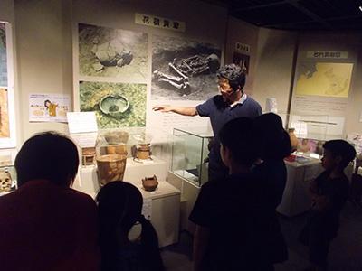 資料館で土器の勉強
