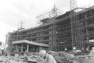 建設中の春日部市役所(1970年)