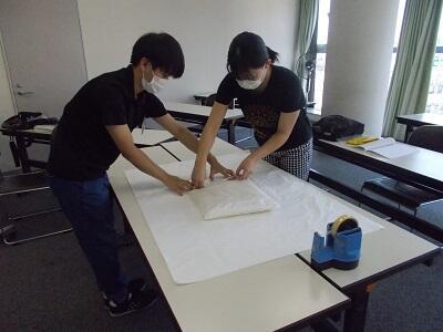 写真:綿布団づくり