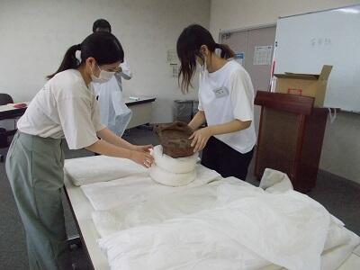 写真:土器の梱包