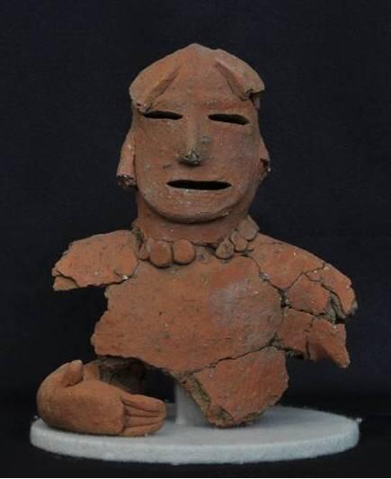 写真:塚内4号墳出土人物埴輪