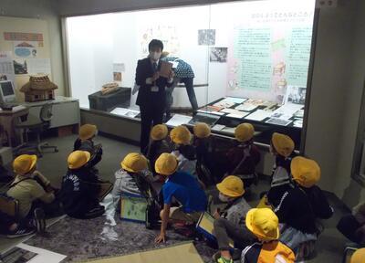 写真:豊野小学校見学風景