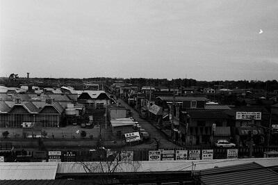 写真:昭和49年南桜井駅と北側のリズム時計工場