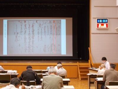 写真:展示解説講座の様子