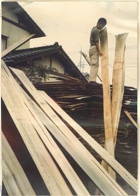 写真:製板された桐材