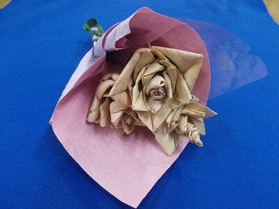 画像:カンナくずでつくったバラのブーケ