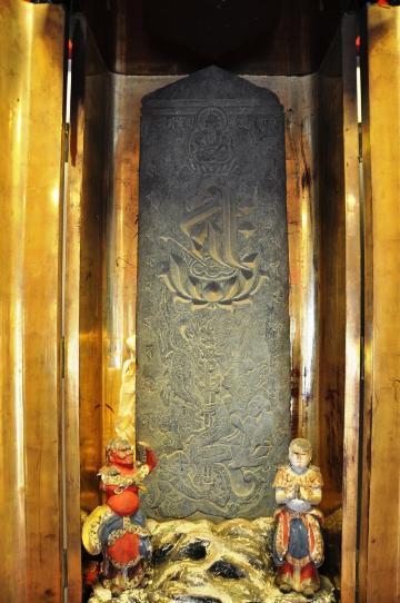 大王寺別院の板石塔婆