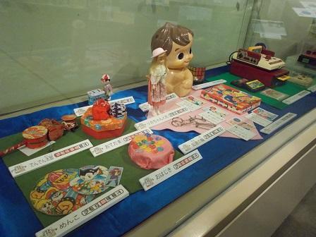 写真:くらしのうつりかわりのおもちゃ展示