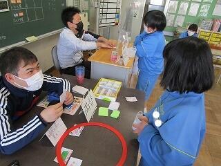5、6組 保護者の方も参加してお買い物の練習