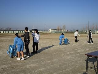 2年生球技会 体育委員さんが朝早く登校し、諸準備をしてくれました