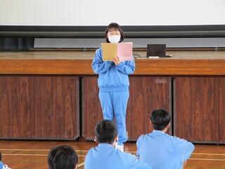 学級委員の代表から学年の総括がありました 素晴らしいスピーチでした