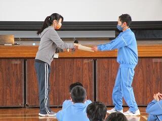 スペリングコンテスト、1年間すべて満点の生徒が一人表彰されました