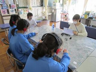 全校身体測定 聴力検査の様子