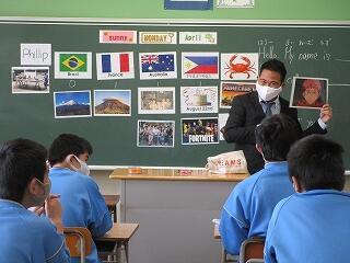 5、6組 英語 ALTのフィリップ先生です