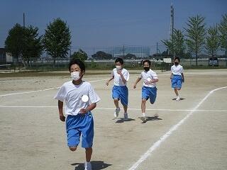 1年1、2組 保健体育 全員リレーの練習
