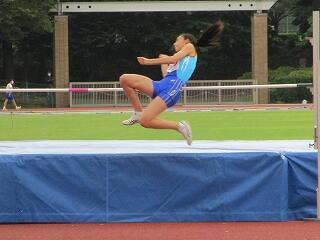 陸上部 女子走り高跳びに出場した加藤さん 素晴らしい跳躍でした