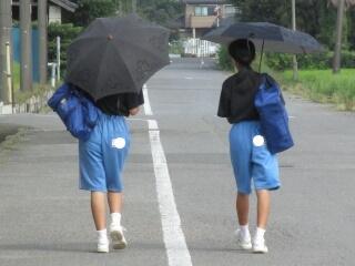 男女に関わらず、この季節は日傘を積極的に使いましょう
