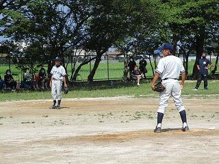 午前中、学校では野球部が練習試合を行っていました