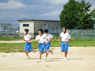 2年1、3組 保健体育 長距離走選択 今日はインターバルトレーニング