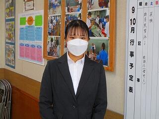 今日から教育実習が始まりました。国語の伊澤先生です みんなよろしくね!