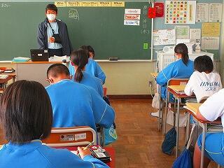 1年1組 英語 授業のスタートはいつもヒヤリングプラクティスです