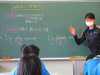 2年3組 英語 be動詞と一般動詞の違いの学習