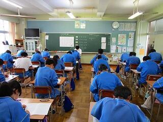 1学期末テストに臨む飯中生