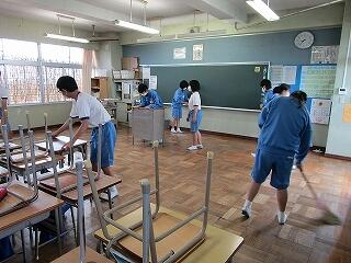 2年3組 教室掃除