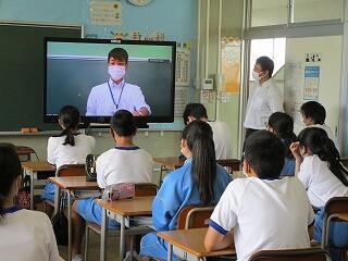 2時間目 1年生 各教室にてリモート学年集会