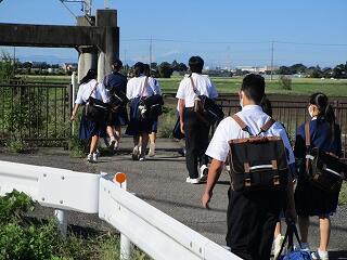 今日から今年度初めての制服登校です