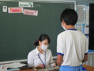 2年3組 英語 今日は入国審査の場面を学習しました