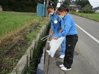 女子テニス部 毎週月曜日の朝清掃