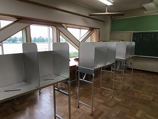 春日部市選挙管理委員会からお借りした記載台