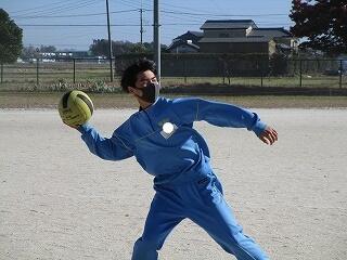 楽しそうにドッチボールをしました